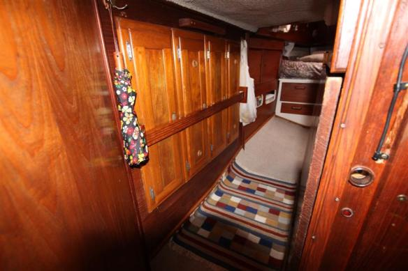 On board of Curtsy, hallway to the aft cabin.