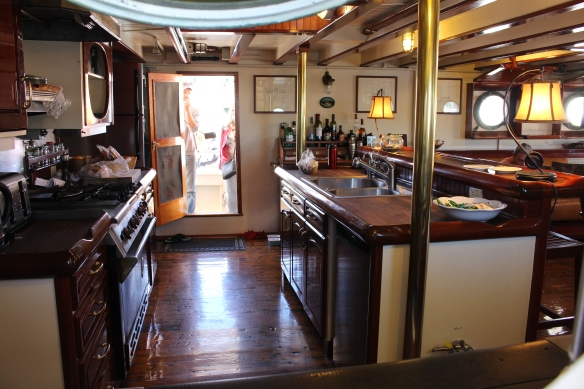 A peek into the galley, i would LOVE to cook in there!!!!