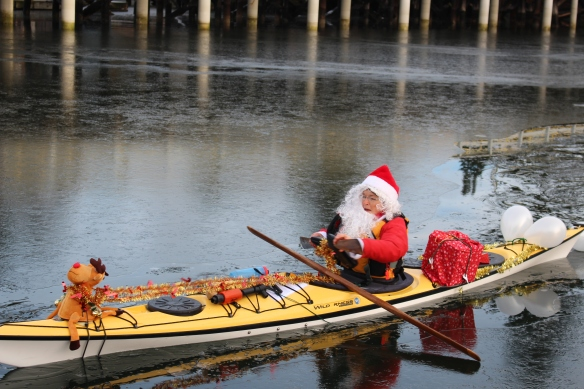 santa-kayakers-christmas-2016-002