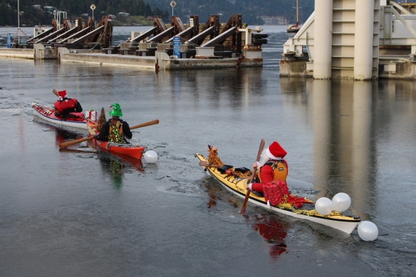 santa-kayakers-christmas-2016-004