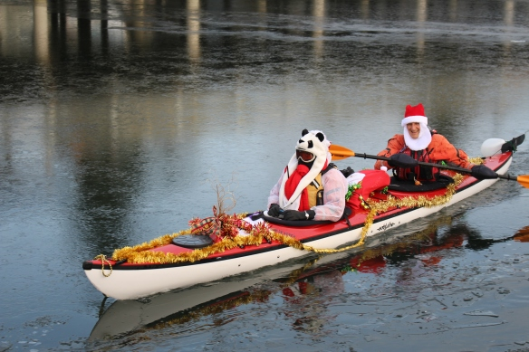 santa-kayakers-christmas-2016-007
